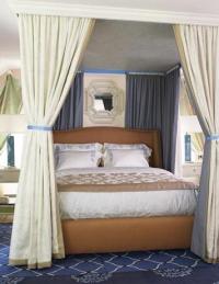 Тапицирана спалня с балдахин